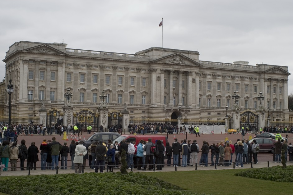 Buckingham Palace and Extended Stonehenge Tour
